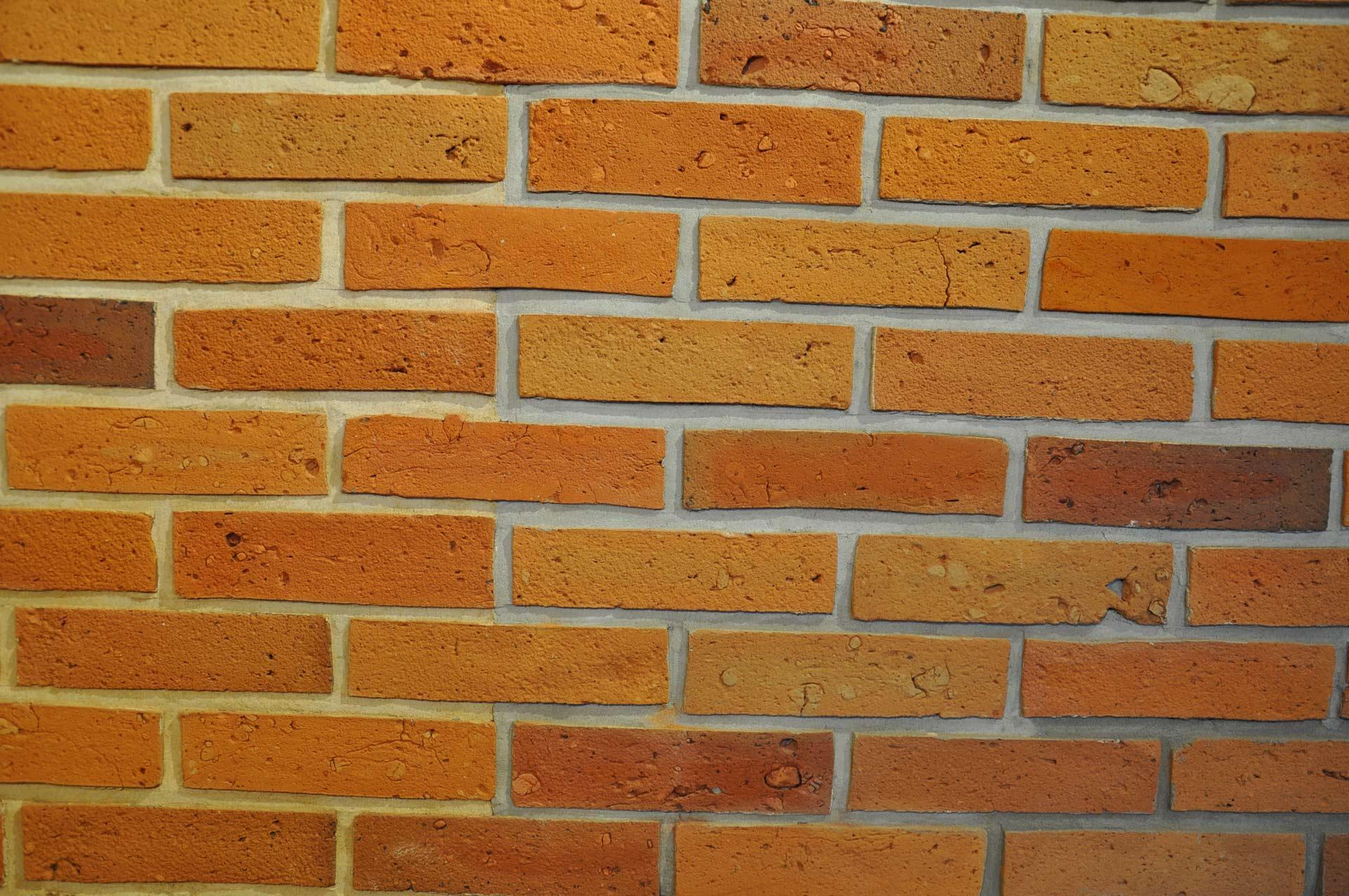 Piaskowana płytka ze środka cegły